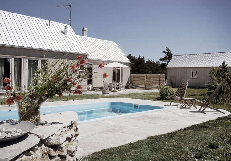 casa-piscina-decoracion-nordica-escandinavo-estilo-cemento-flores-alquimia-deco-