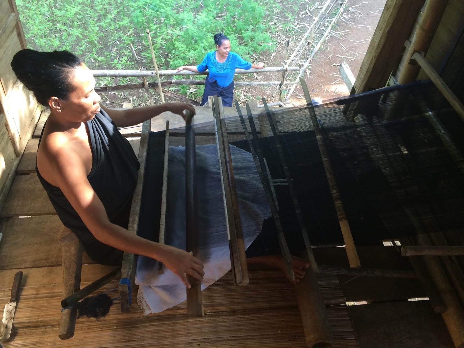 tukang tenun suku kajang