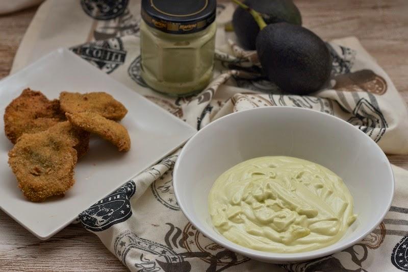 Mahonesa de aguacates con pollo a la mostaza