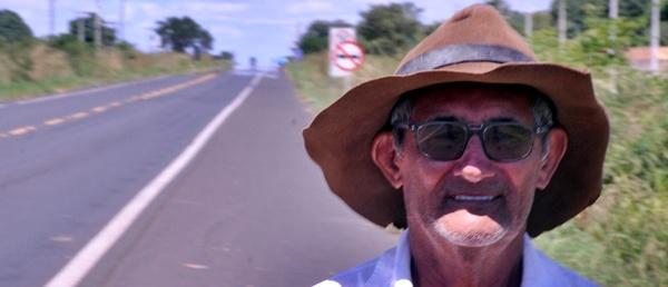 PERSEVERANÇA: idoso que saiu a pé de Amarante no Maranhão com destino a Fortaleza no Ceará, está somente a 100 km do ponto de chegada