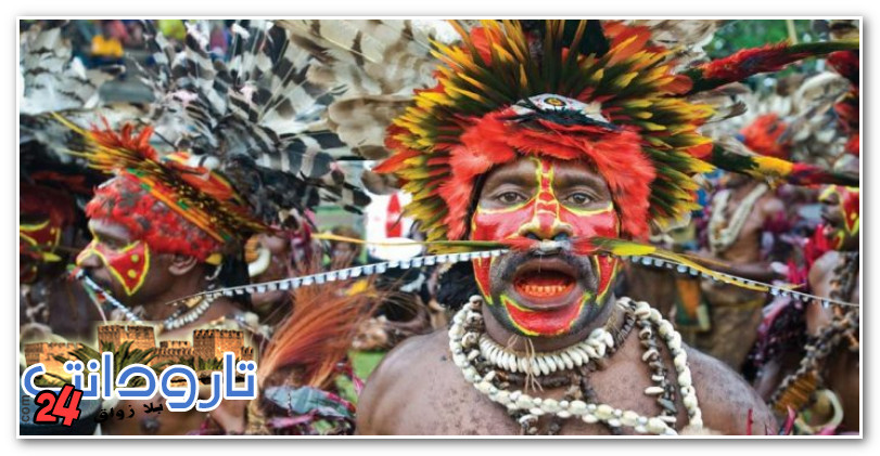 قبيلة تخدش جلود أبنائها بشفرات ليشبهوا التماسيح (صور)