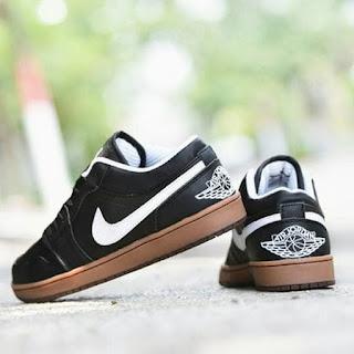 Sepatu Casual Nike Jordan Hitam Putih