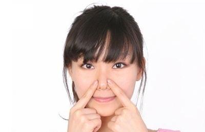 Cùng tìm hiểu nguyên nhân và cách trị hết mụn cám trên mặt nhé (1)