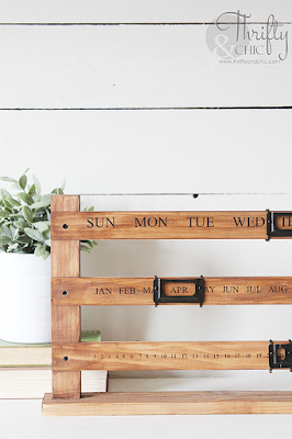 diy wood sliding perpetual calendar. The best diy farmhouse decor projects for you home! Farmhouse decor and decorating ideas.