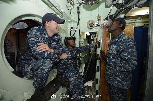 الغواصة النووية فرجينيا USS%2BWashington%2BSSN-787%2BVirginia%2Bclass%2Bsubmarine%2B8