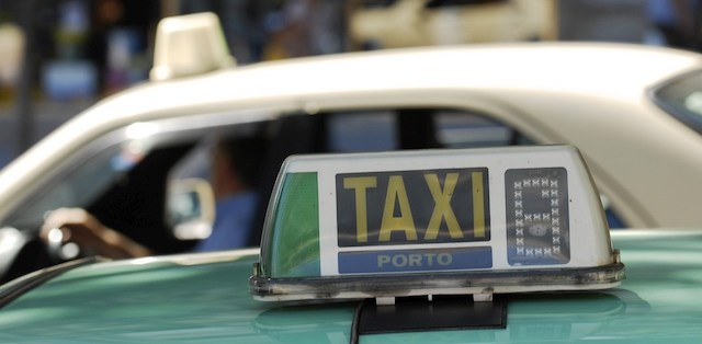 De táxi até o centro turístico do Porto