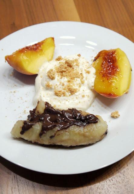 Gegrilltes Obst mit Amarettini-Creme | Rezept | Dessert | Grillen