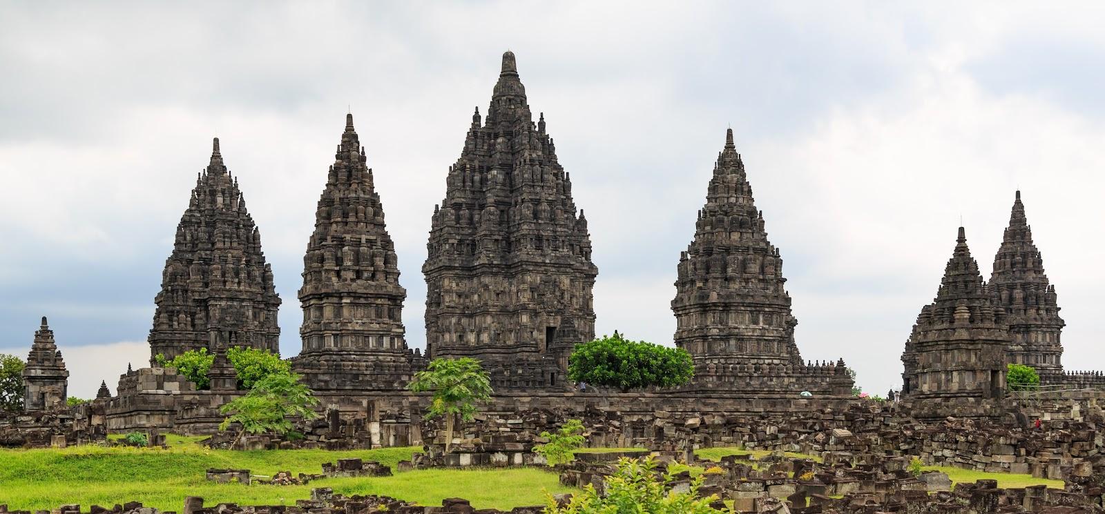 10 Tempat Bersejarah di Indonesia yang Wajib Kamu Ketahui