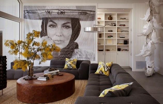 Rumah ini tampak sangat terbuka dengan dinding beling besar serta ventilasi yang dirancang  Ide Sirkulasi Rumah Modern Terbuka