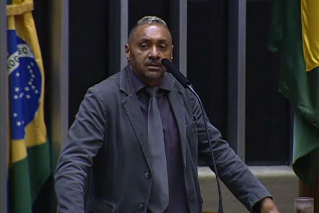 Decepcionado com a política, Tiririca faz primeiro e último discurso na Câmara