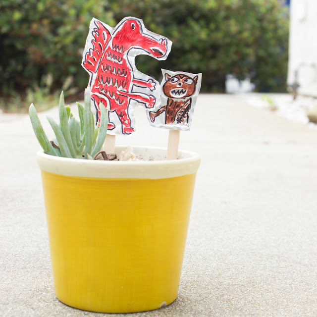 How to Make Recycled Tin Garden Markers from disposable baking pans for kids- such a cute garden craft!