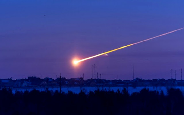 meteoro explodindo na atmosfera da Terra