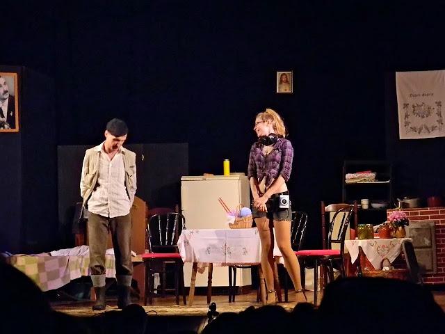 gumofilce, młoda dziewczyna, teatr, gra
