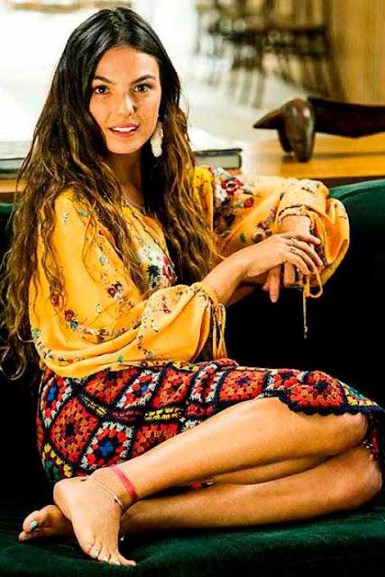 Ritinha looks Hippie