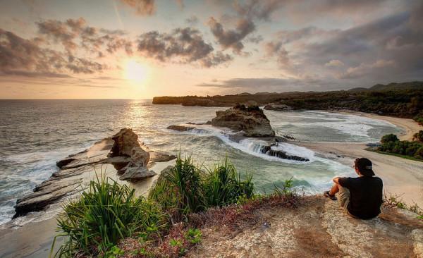 Sunset-Indah-di-Pantai-Klayar
