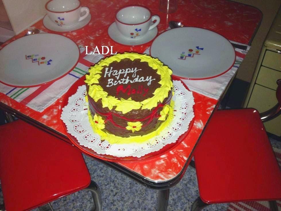 http://livingadollslife.blogspot.com/2015/04/htm-mollys-birthday-cake-doll-party.html
