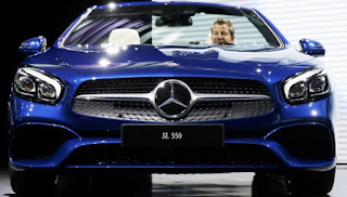 Mustache and eyebrows, two icons of the design of the new Mercedes-Benz