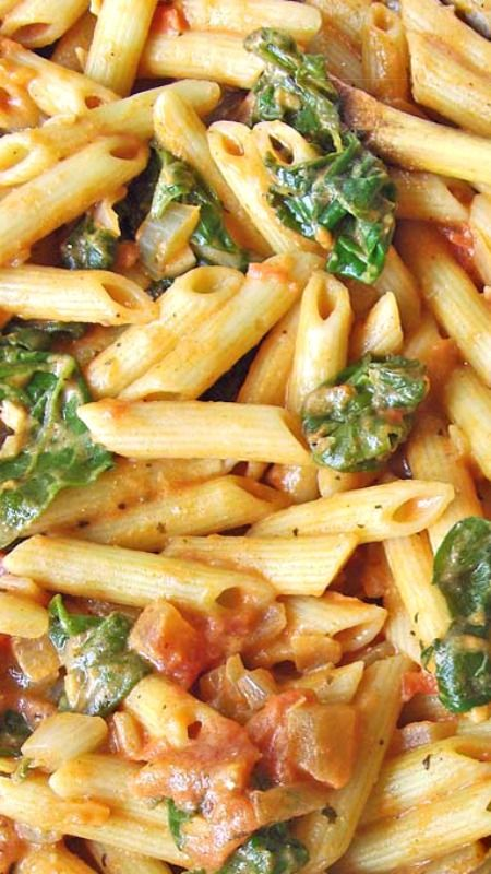 Spinach Tomato & Garlic Penne Pasta #spinach #tomato #garlic #penne #pasta #pastarecipes #easypastarecipes