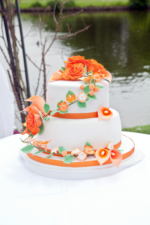 Zweistockige Hochzeitstorte Mit Zuckerblumen