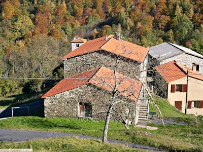 Natura e case in pietra