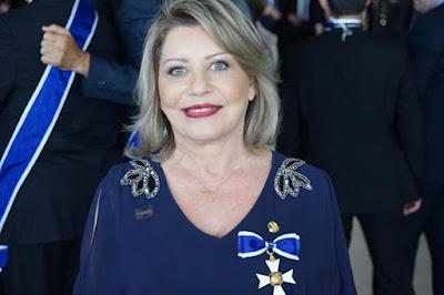 Senadora cassada Selma Arruda com medalha