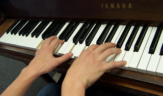 Bermain Keyboard yang Benar