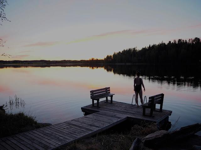 uimapuku laituri sana mökki järvi auringonlasku