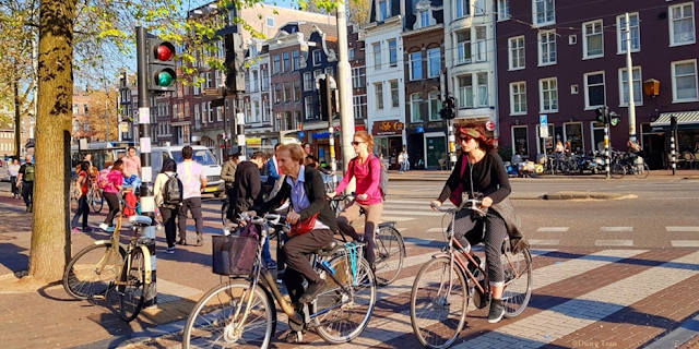 the new bike is the main means of Amsterdam