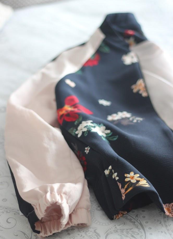 photo-zara-chaqueta-bomber-nude-rosa-flores