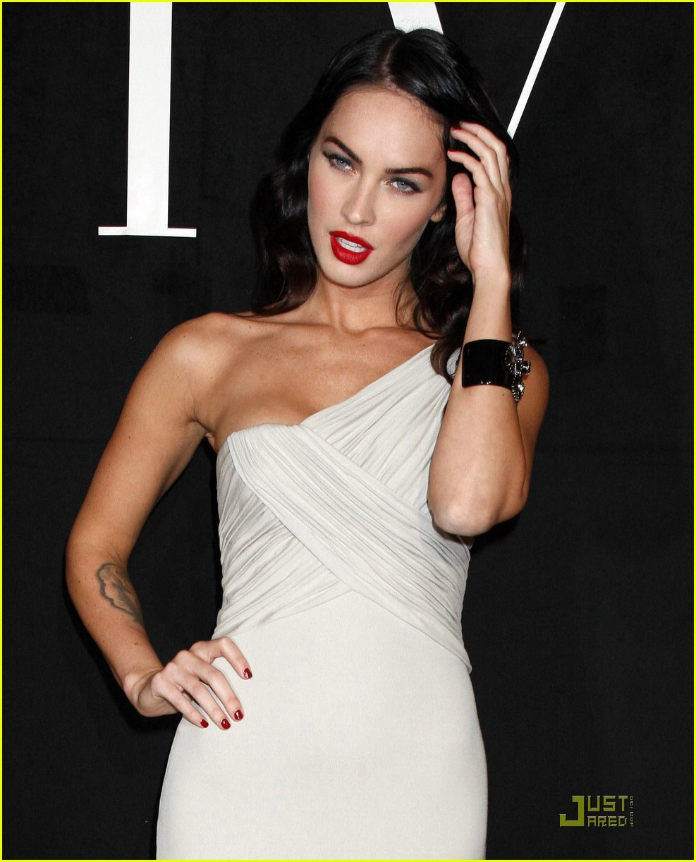 Sexy Girls: Megan Fox in a beautiful dress pictures