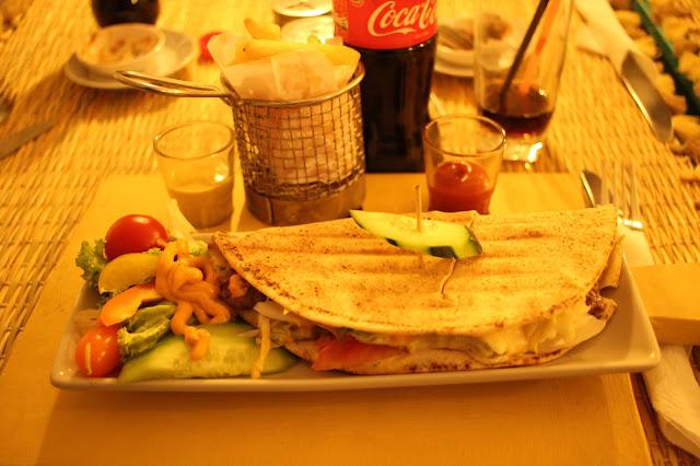 Um Kebab de Carne servido no restaurante Corner Café, em Marrakech.
