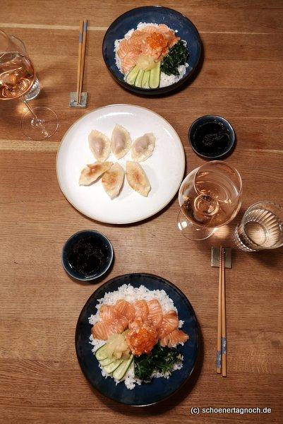 """Selbst gekochte Gyoza und Shakedon nach Rezepten aus """"Meine japanische Küche"""" von Stevan Paul"""