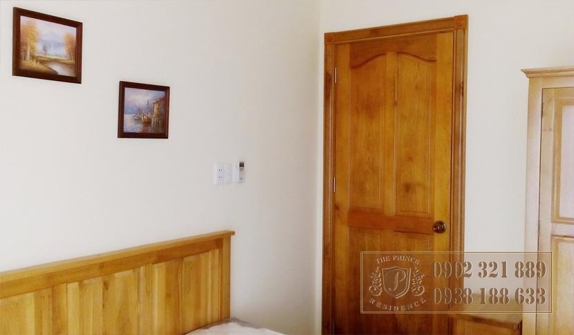 bán căn hộ the prince phú nhuận - cửa gỗ tại phòng ngủ