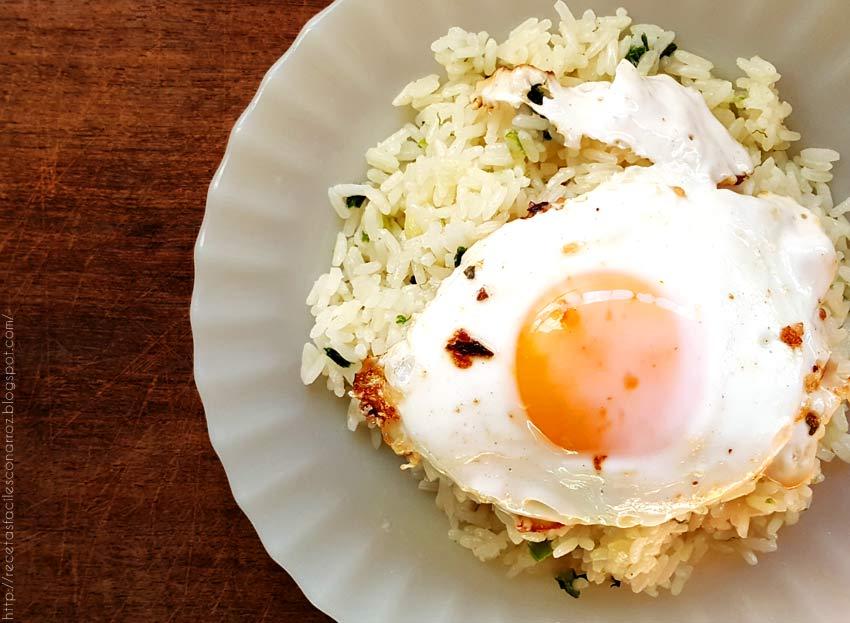 arroz con huevo frito