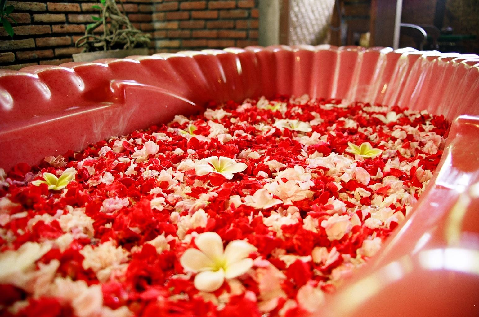 Benefits of floral bath ~ UCINALY