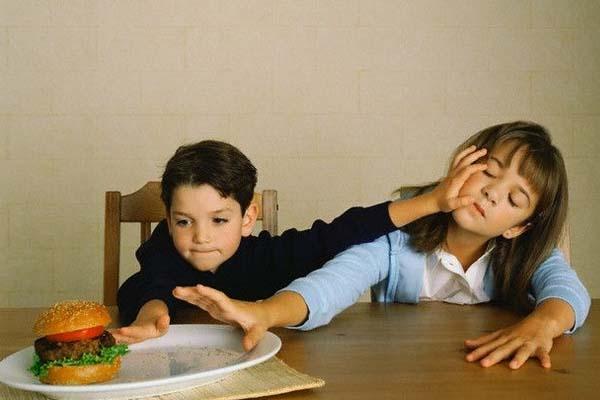 شجارات الإخوة..صراع وتعلم Sibling-rivlary