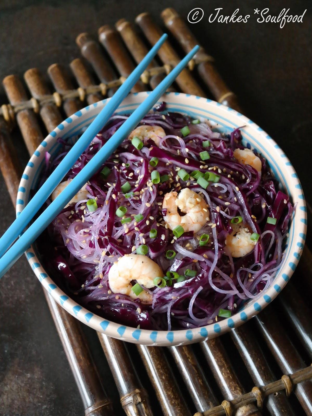 Asiatischer Glasnudel-Rotkraut-Salat