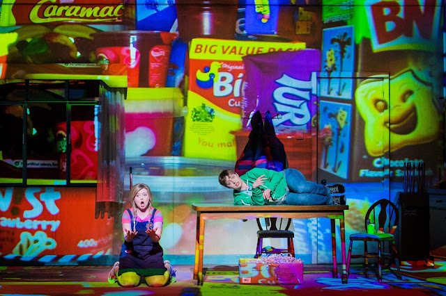 Hansel and Gretel - Opera North - Fflur Wyn, Katie Bray - photo Robert Workman