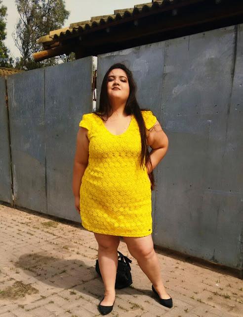 Vestido Plus Size Amarelo com Renda Guipir