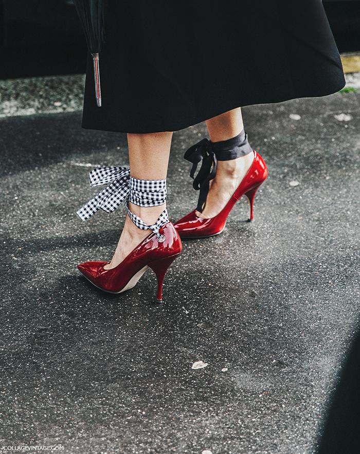 Miu Miu y sus zapatos con lazos en los tobillos
