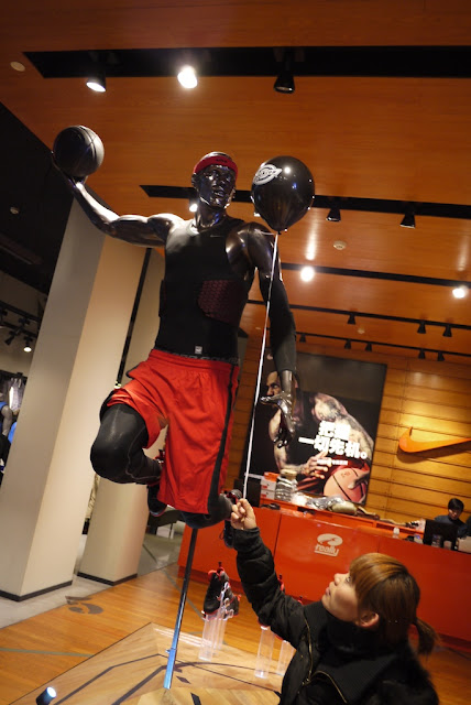statue of Lebron James in Shanghai Nike store with Dickies balloon
