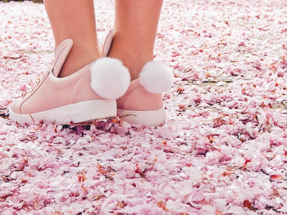 1 melodylaniella gamiss manzana różowe sneakersy króliczki granatowa sukienka skórzana ramoneska pikowana listonoszka szara manzana praga photoshoot sesja zdjęciowa fashion style modnapolka lookbook ootd girls