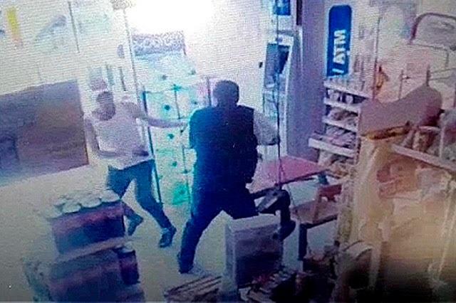 Rinde declaración en el hospital el asaltante de Oxxo
