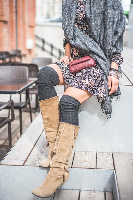 novamoda style, look, jesienne inspiracje, jesienne kolory, trendy, modne sukienki, sukienka, jesienny styl, buty za kolano, overknee boots, goshico, kwiecista sukienka, gyalmo, jesienne szale