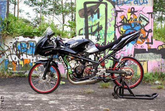 Gambar Modifikasi Kawasaki Ninja 150  RR 2 Tak Velg Jari Jari