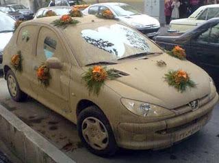 लोगों को हैरान-परेशान करती यह तस्वीरें, आखिर कोई अपनी गाड़ी के साथ ऐसा कैसे कर सकता है (Funny Images In Hindi)