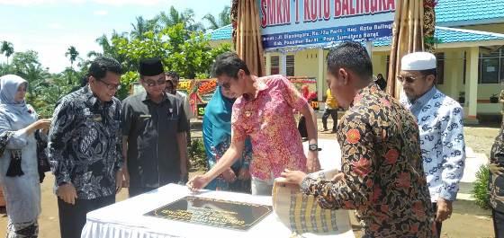 Gubenur Irwan Prayitno Resmikn  SMKN 1 Koto Balingka Pasbar