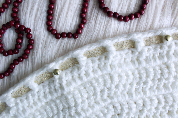 Free Christmas Tree Skirt Crochet Pattern by @thehooknook