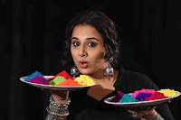 Vidya Balan Playing Holi For Promoting Begum Jaan movie 9.JPG