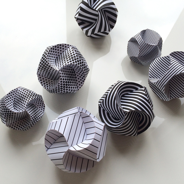 How To Make Paper Balls For Decoration: It's A Heart Heart Season: Baubles That Go Plop